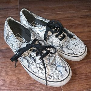 Vans lace up sneakers black & white snakeprint